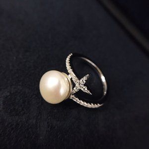 ☠APM Monaco Interlaced Pearl And Star Ring